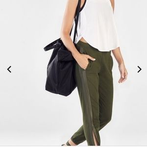 Fabletics |S| Green Jogger Pants